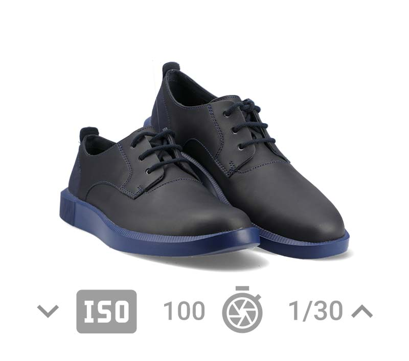 Example of a shoe packshot with camera settings indicated